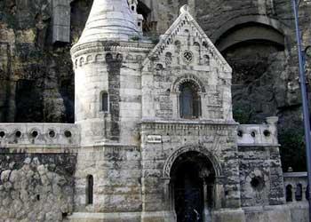 Biserica din pestera de pe dealul Gellert