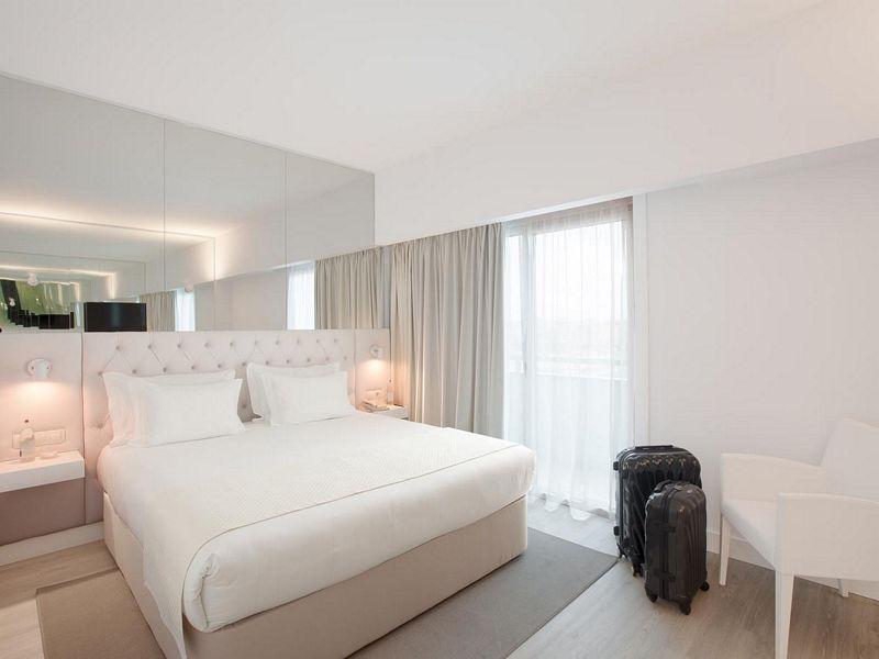 smart design furniture. Descriere Lutecia Smart Design Hotel Furniture