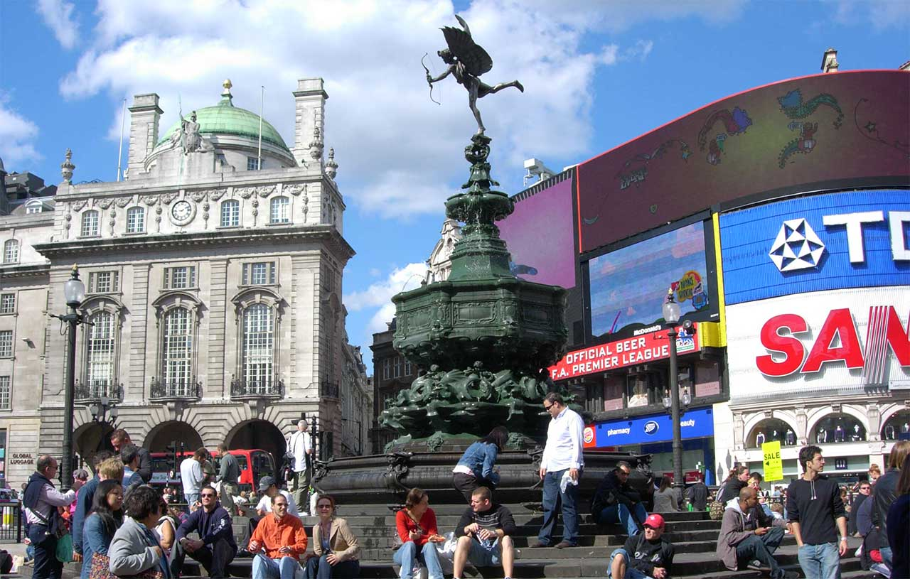 Piata Piccadilly Circus din Londra